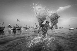 PhotoVivo Bronze Medal - Chiam Kaan Yuan (Malaysia) <br /> Fisherman