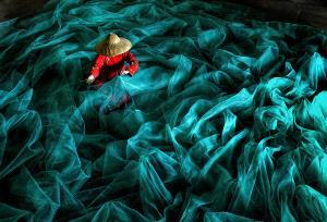 PhotoVivo Gold Medal - Lee Eng Tan (Singapore)  Mending Nets Xiapu