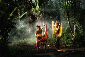 PhotoVivo Honor Mention - Yunhua Huang (China) <br /> Dance