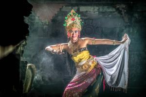 PhotoVivo Gold Medal - Sze-Wah Chee (Singapore) <br /> Bali Aspsara