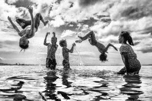 APAS Honor Mention e-certificate - Chin Leong Teo (Singapore)  Children Happy Jump Bw 4