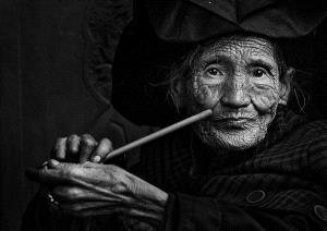 PhotoVivo Gold Medal - Wenchuan Xia (China)  The Yi Granny